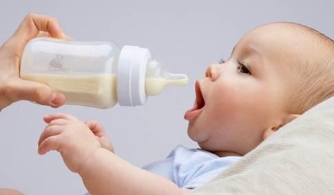 sữa mẹ có làm trắng da không