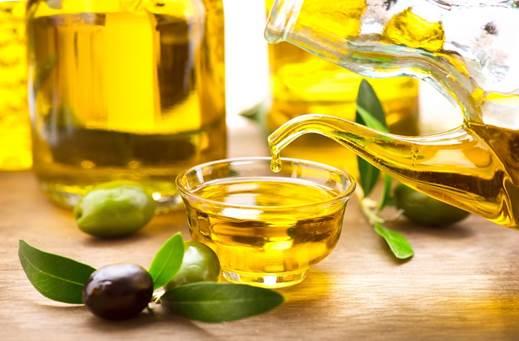 Photo of Làm trắng da mặt bằng dầu olive hiệu quả sau 7 ngày