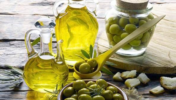 làm trắng da mặt bằng dầu olive hiệu quả